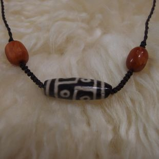 Six eyes double line dzi beads
